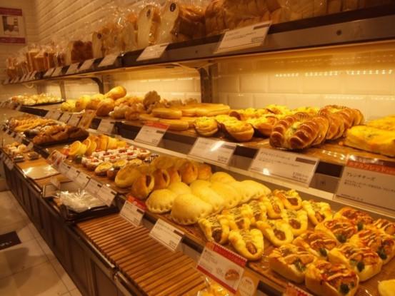 美味しいパンをお客様にお届け♪