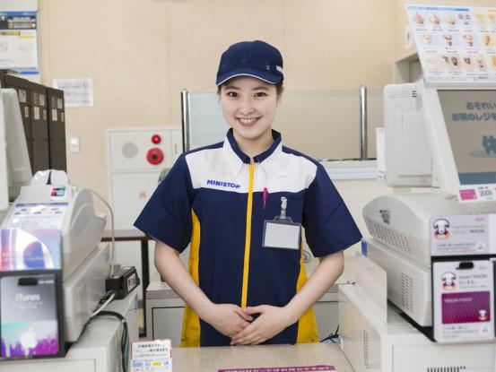 お客様には笑顔で接客♪